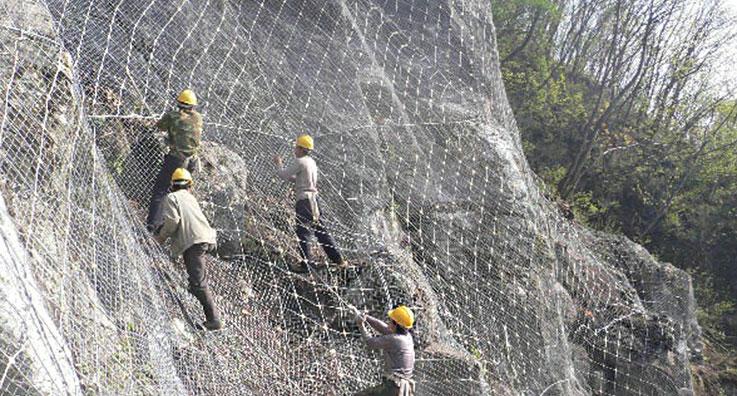 公路边坡防护网施工案例
