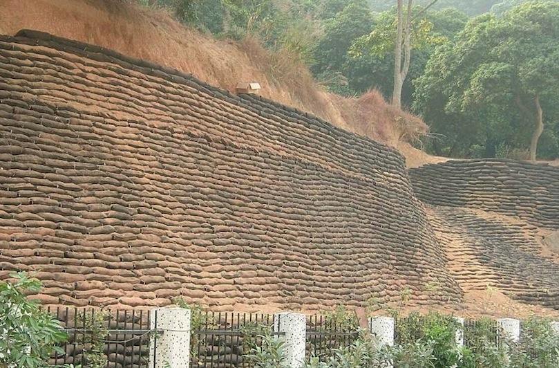铁路边坡挡土墙工程